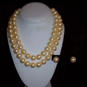 Avon Faux Pearl Necklace Set